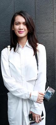 Biografi Dhea Annisa     Biodata   Nama lahir : Claudia Anissa Nama lain : Dhea Annisa Lahir : 29 Februari 1996 Jakarta, Indonesia Pekerjaan : Artis, Penyanyi Tahun aktif : 2000-sekarang Orang tua : Indra Kusuma (ayah)                  Masayu Chairani (ibu) Akun Instagram : @deaaannisa Akun Twitter : @Deaaannisa  Biografi Dhea Annisa  Dhea Annisa (sebelumnya dikenal dengan nama Dhea Imut) yang terlahir dengan nama Claudia Anissa (lahir di Jakarta, 29 Februari 1996; umur 19 tahun) adalah seorang aktris dan penyanyi Indonesia. Ia mengawali karier di dunia hiburan sejak usia 2 tahun. Saat itu, ia membintangi iklan popok bayi. Ia berdarah Palembang dari pasangan Indra Kusuma dan Masayu Chairani.  Nama Imut diperolehnya setelah bergabung dalam Tiga Bocah Imut dan sempat meliris album anak-anak. Ia memulai kariernya di sinetron berjudul Panji Manusia Millenium. Ia semakin terkenal sejak membintangi sinetron Bidadari 3. Sinetron lain yang telah dibintanginya antara lain, Tangisan Anak Tiri, Kehormatan, Penjaga Hati, Mutiara, Hamba-Hamba Allah dan Pacarku Seorang Pelari.  Sinetron      Kabulkan Doaku     Senyuman Ananda     Bidadari 3     Panji Manusia Millenium     Tangisan Anak Tiri     Kehormatan     Pacarku Seorang Pelari     Penjaga Hati     Mutiara     Hamba-Hamba Allah     Rindu Milik Rangga     Inayah     Khadijah dan Khalifah     Pintu Surga (trans tv)     Aliya     Aku Bukan Anak Haram  Film      Malam Seribu Bulan (2013)  Referensi