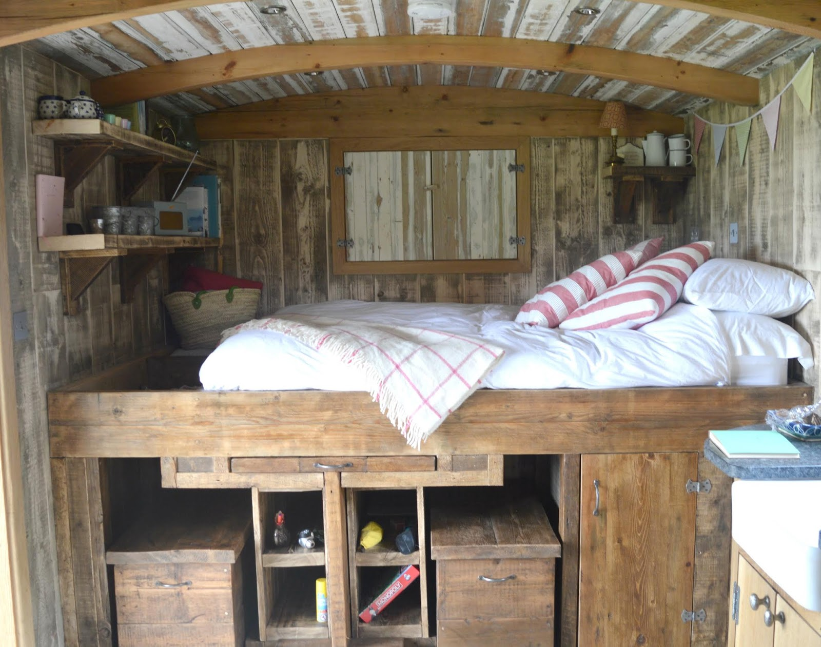 Huts in the Hills, Northumberland Luxury Glamping - Hedgehope Bed