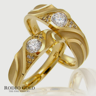 http://www.rodeogold.com/new-engagement-rings/gold-engagement-rings-tcr96836#.UpoMGo2ExAI