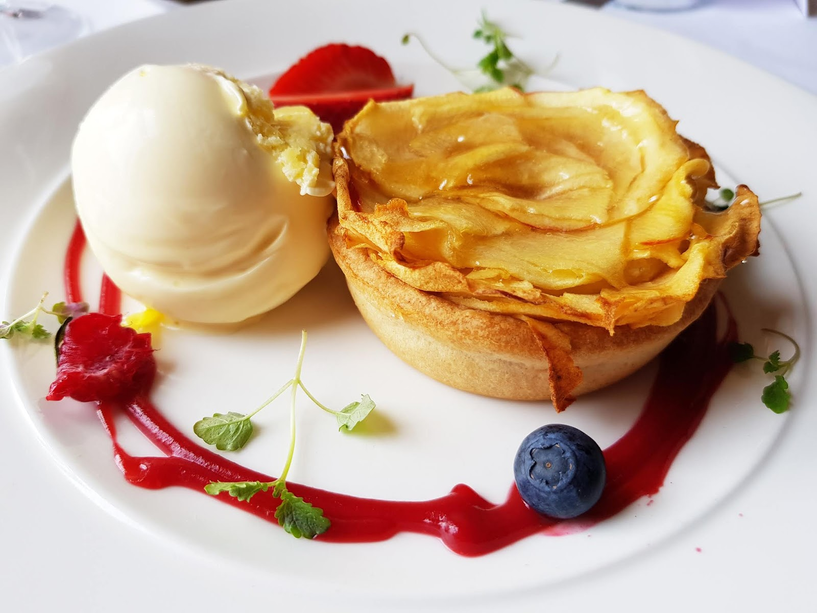 Apple tart with clotted cream