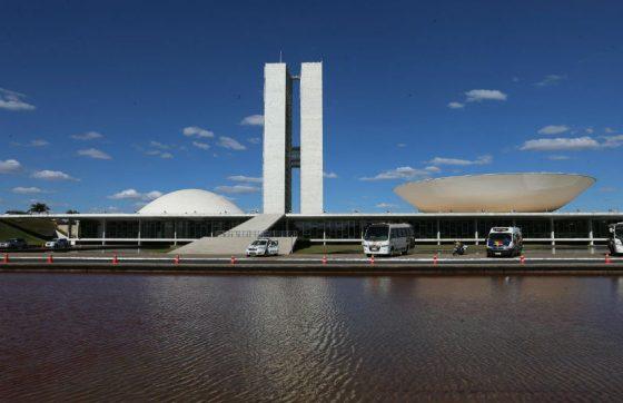 Projeto no Congresso quer demissão de servidores públicos que enrolam no trabalho