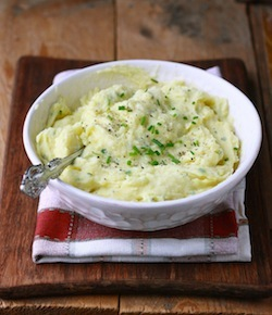 Garlic & Chives Mashed Potatoes recipe by Season with Spice