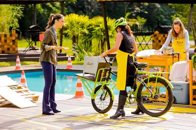 Chris conversa com Pretha (Foto: Gabriel Cardoso /SBT)