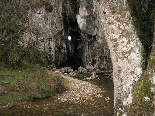 Rutas Montaña Asturias: Cueva de la Vega de Orandi