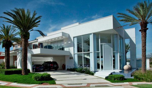 Hogares frescos residencia moderna en brasil rodeada de for Disenos de casas lujosas