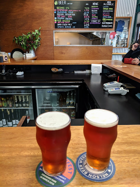 Nelson Craft Beer: Pint of Smoking Beaver at Golden Bear Brewing Company in New Zealand