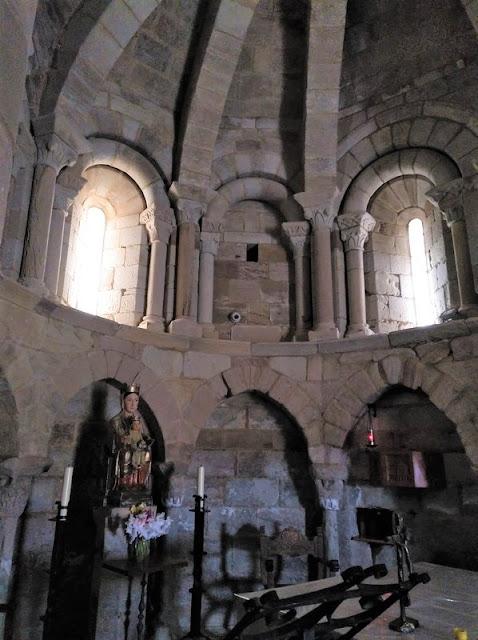 Santa Maria de Eunate - Abside y Virgen de Eunate