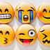أداة WhatMoji للبحث عن معنى تعابير الوجه في الدردشة