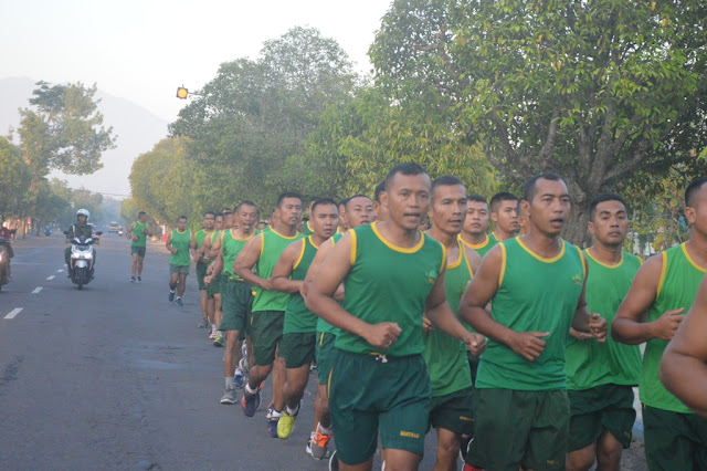 Pelihara Fisik Prajurit, Yonarmed 12 Kostrad Laksanakan Senam Kopassus Fit