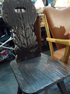 Antigua silla tallada a mano