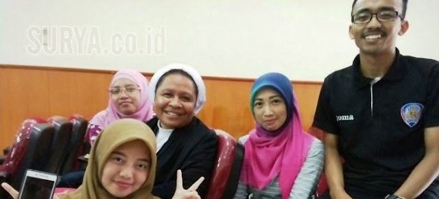 Biarawati ini Kuliah di Universitas Muhammadiyah Malang dan Berbaur dengan Teman-teman Muslim