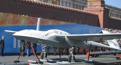 Το drone έχει άνοιγμα πτερύγων 6.5 μέτρων και μπορεί να φτάσει ταχύτητες έως και 150 χιλιόμετρα την ώρα. Η ευελιξία που έχει τού επιτρέπει ν...