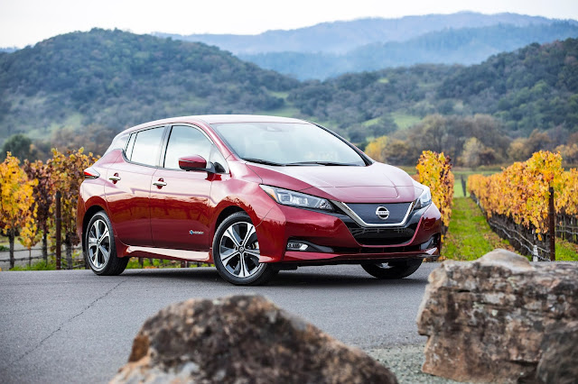 Front 3/4 view of 2019 Nissan Leaf