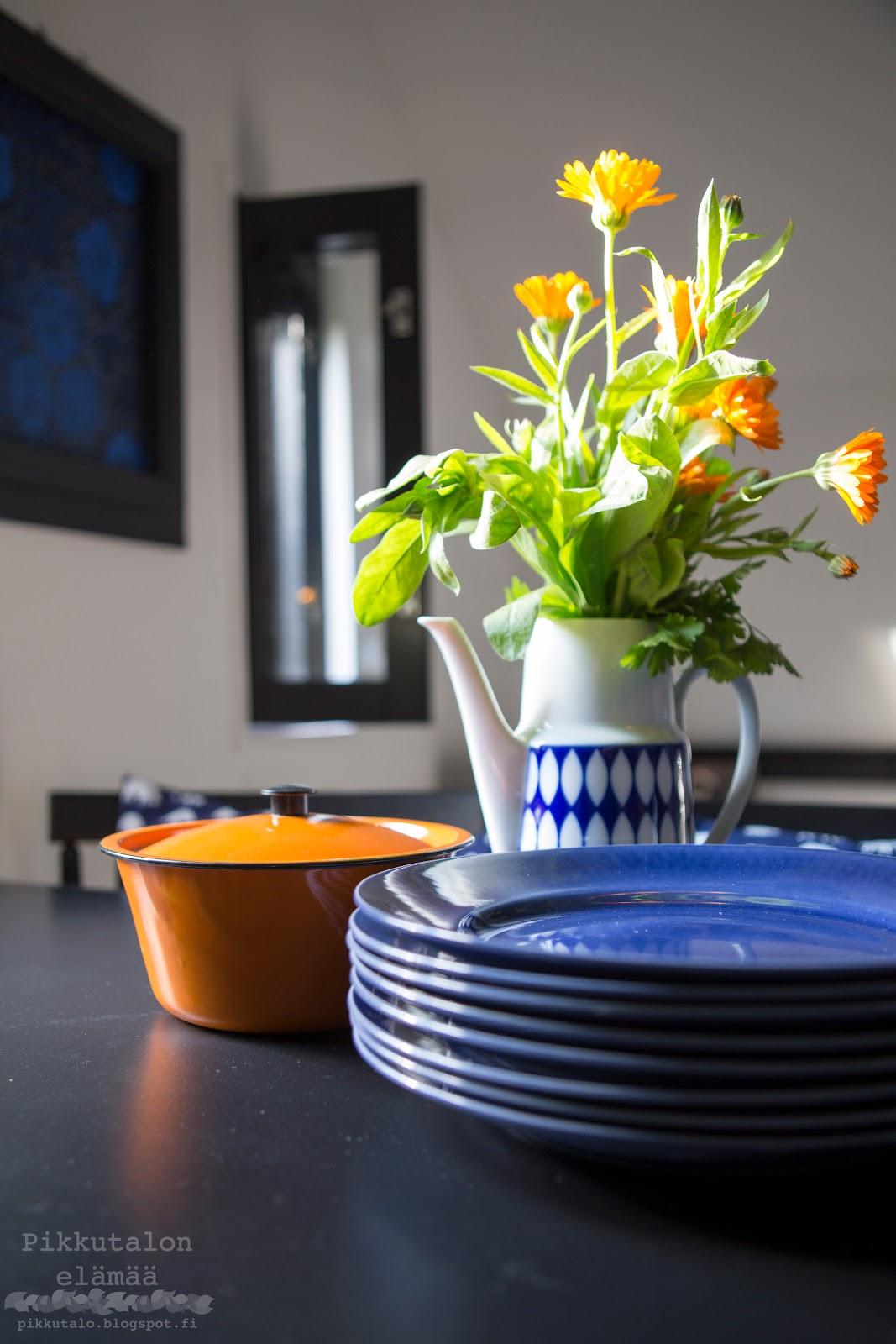 siniset gustafsberg lautaset myytävänä