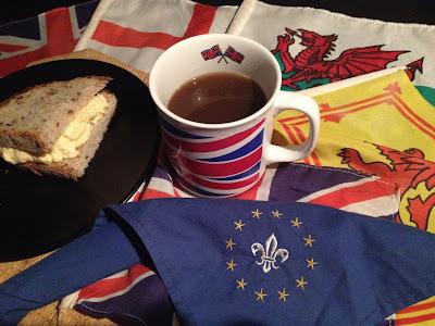 """BREXIT Are U In or Out? - Reflexión sobre el BREXIT de """"el troblogdita"""" - ÁlvaroGP - Pañoleta - Scouts - Unión Europea - Kimball 110 - Sandwich de huevo cocido y Salad Cream"""