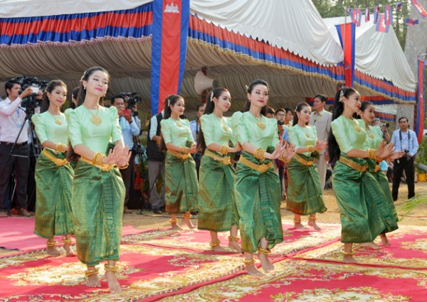 Danseuses traditionnelles, Angkor Sankranta. Photographie AKP
