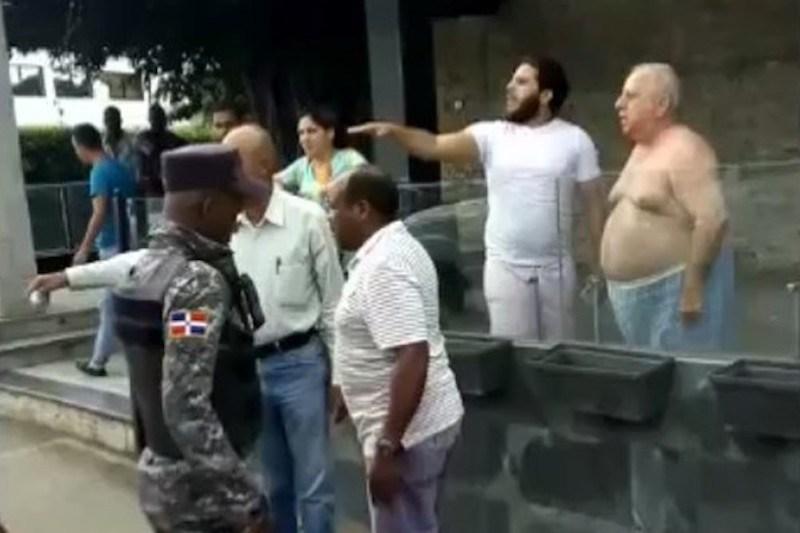 El doctor Fadul y su sobrino enfrentan a empleados de alcaldía por yipeta en acera