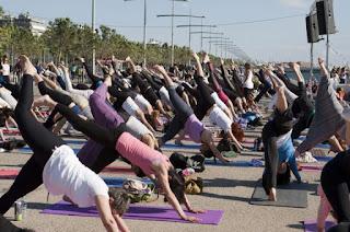 Yoga: Χαιρετισμός στον ήλιο! (επίπεδο αρχαρίων)  κάπου στην Γλυφάδα Αττικής;
