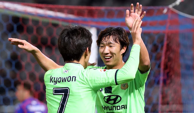 Ko moo-yeol celebrates Jeonbuk Hyundai Motors' third goal against FC Tokyo midweek.  (Photo Credit: Hyundai-MotorsFC.com)