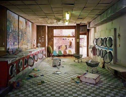 13-Laundromat-Day-Time-Photographer-Lori-Nix-Model-Making-Painting-Photography-www-designstack-co