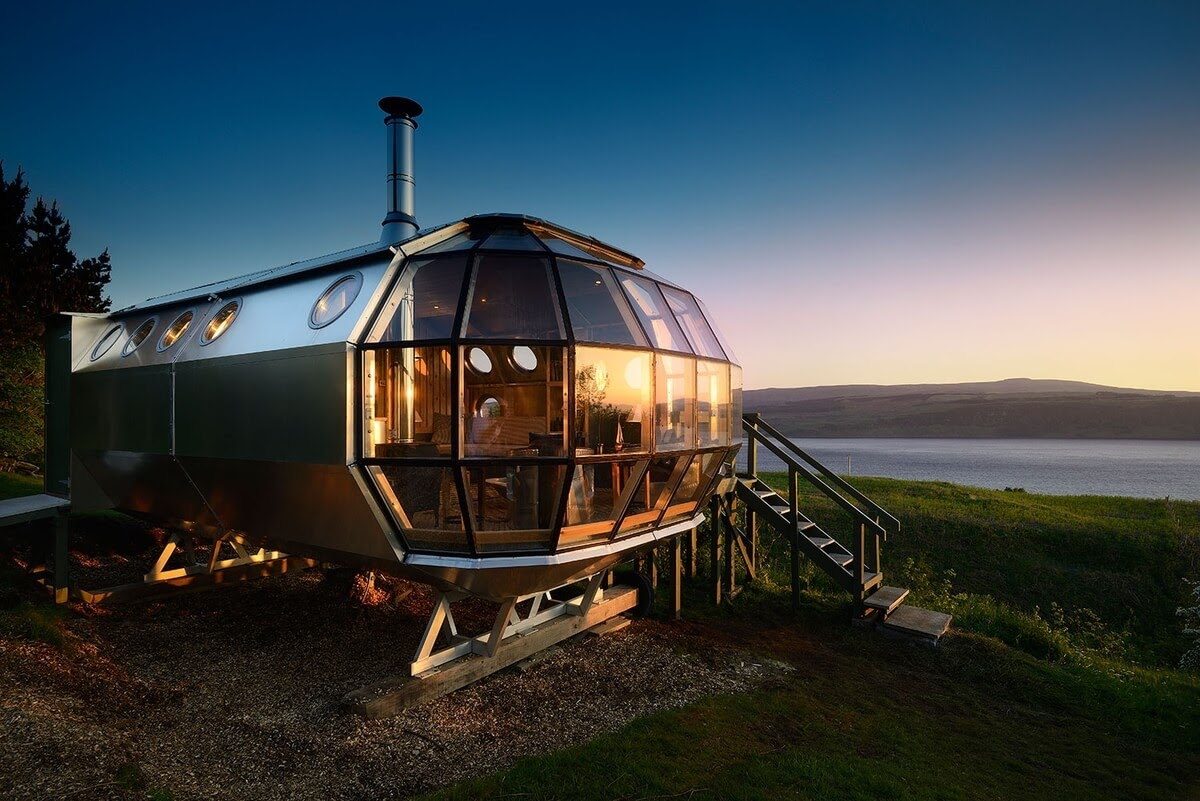 18-Sunsets-with-180-degree-views-Roderick-James-Architects-AirShip-Multifunctional-Architectural-Home-www-designstack-co