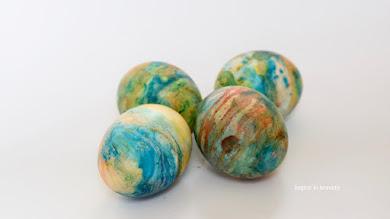 Pirhi, marmorirani z oljem in barvo za živila