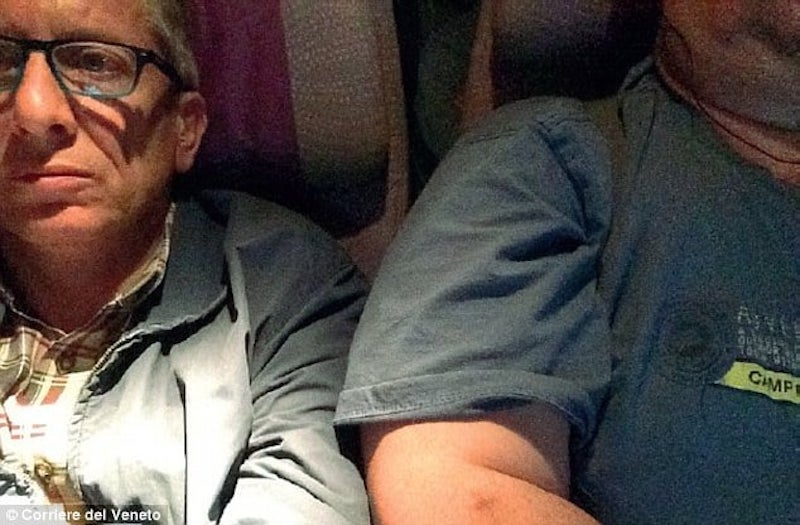 Gara-Gara Duduk Dengan Lelaki Gemuk Selama 9 Jam Dalam Pesawat, Lelaki Saman Emirates Airlines