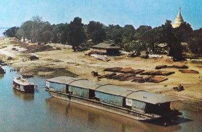 Foto Pelabuhan ekspor Sungai Irawadi
