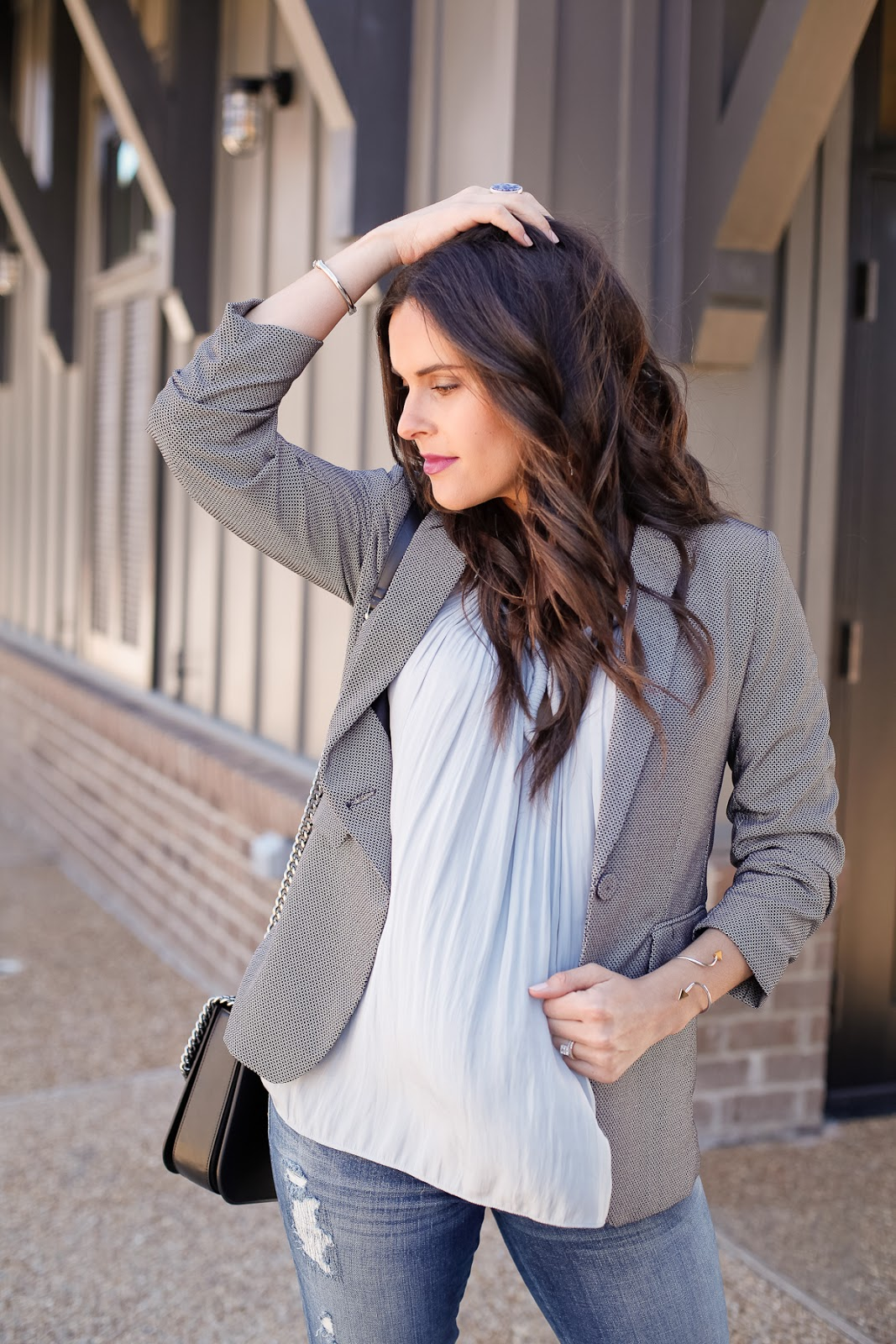 How to casually style a blazer while pregnant.