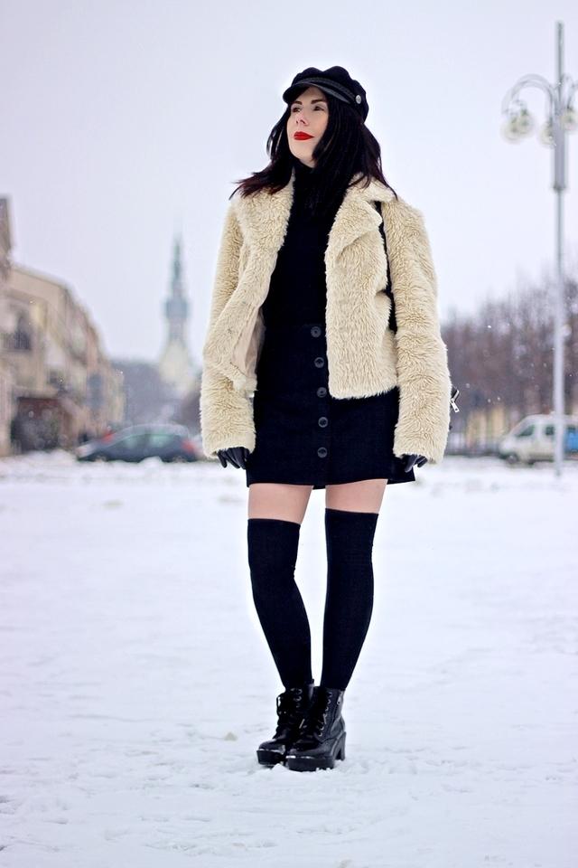 Krótki płaszczyk ze sztucznego futerka stylizacja na blogu modowym