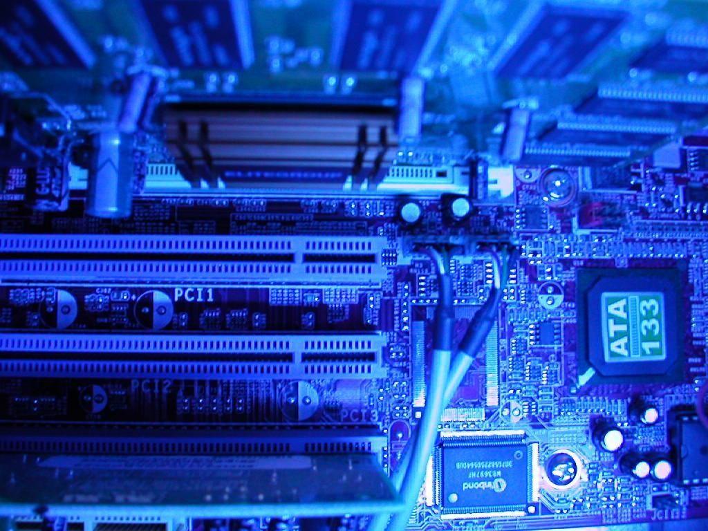 komponen yang ada dalam motherboard