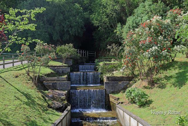 Pasadizo de canalización de ague en Cudillero, Asturias