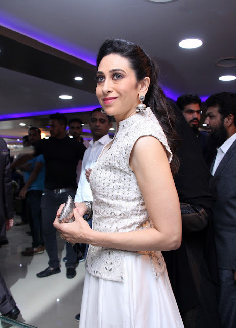 Karisma Kapoor in Anita Dongre at Heera Mart Launch