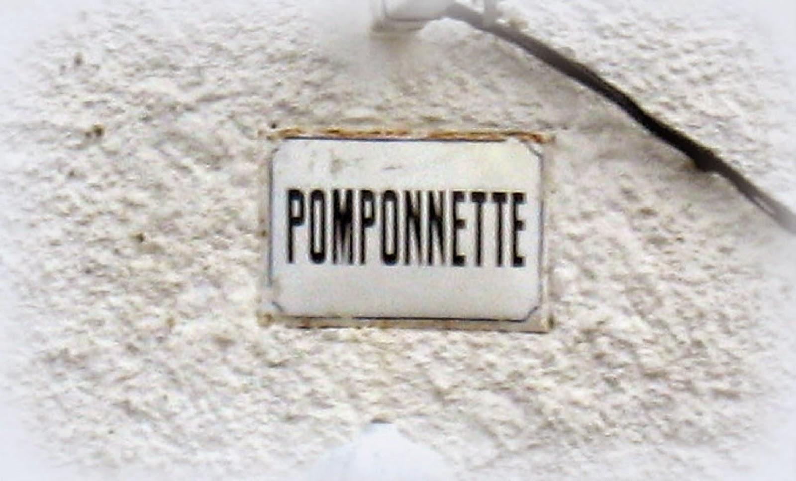 Les Noms Sur Les Maisons Ou Lu0027affichage De Soi.