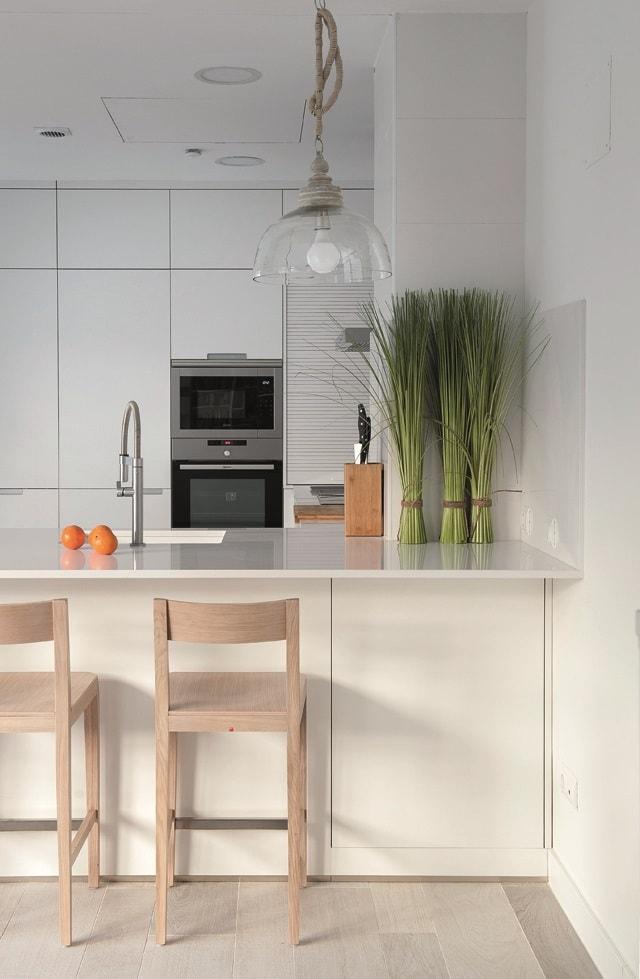 cocina-blanca-con-isla-santos-brezo-09-min