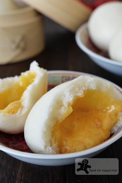 Chinese molten salted egg custard buns liu sha bao