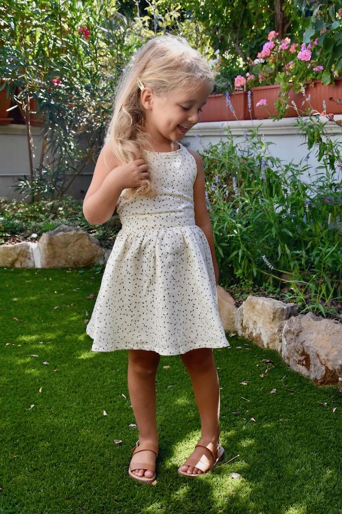 Fashion Kids: un abitino con inserti di pizzo sulla schiena