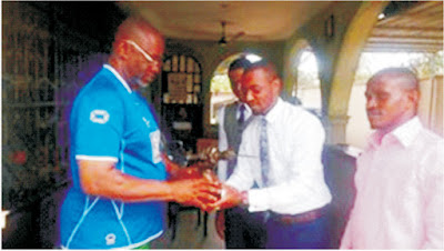 Ime Okon bags Award from Ibiono Ibom Students