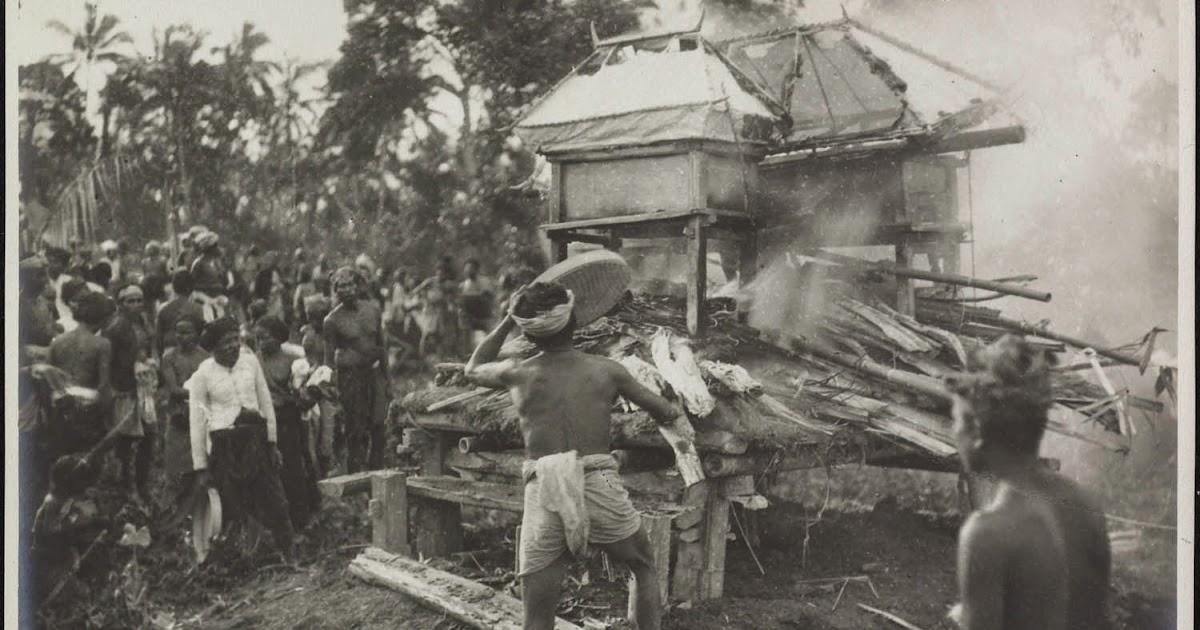 Bali Media Info: Sejarah Upacara Ngaben di Bali