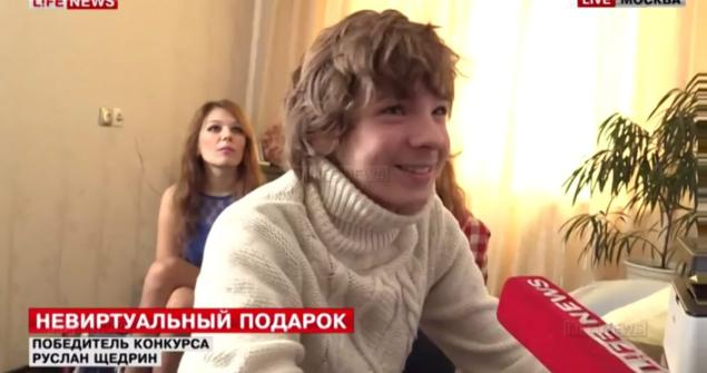 Adolescente gana concurso para vivir un mes con estrella porno