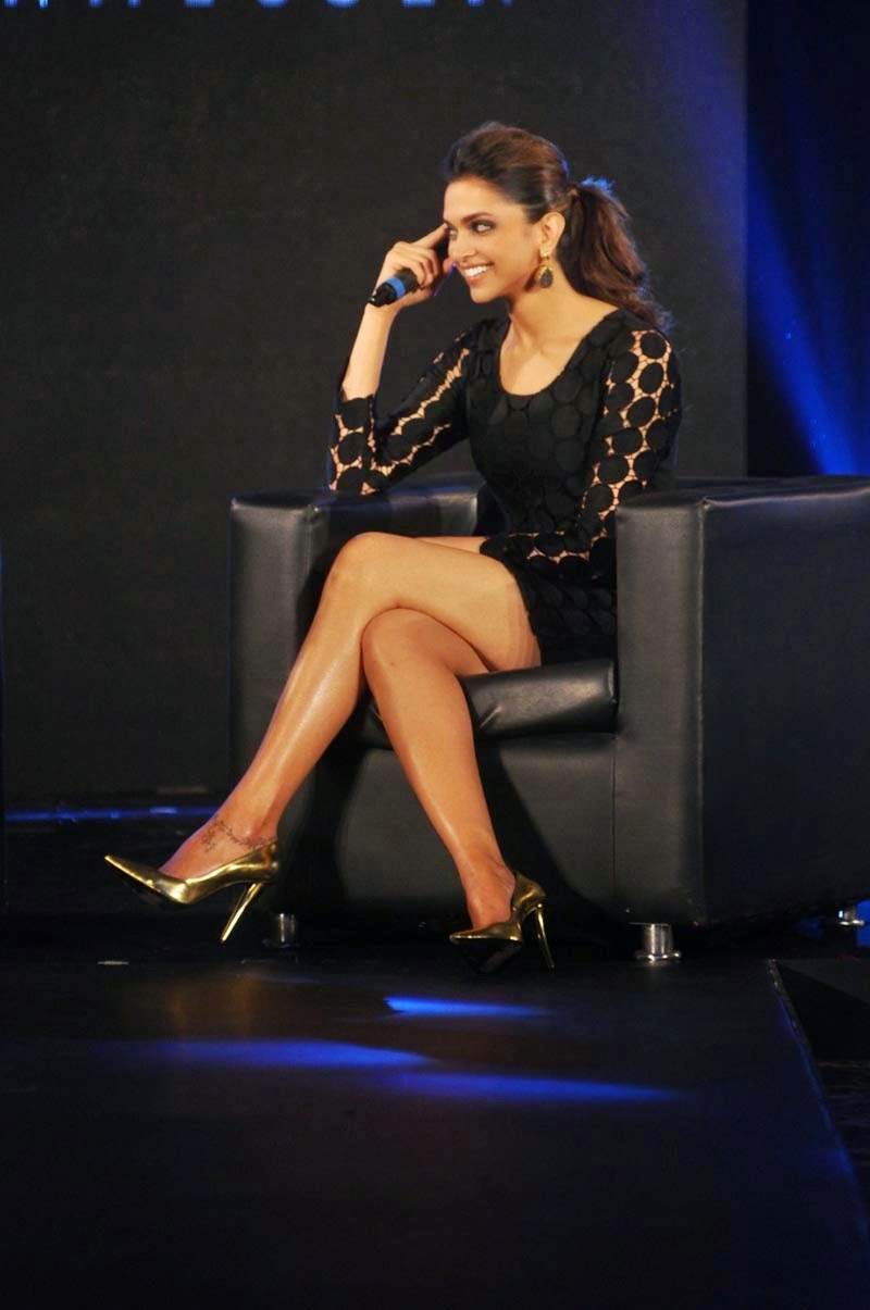 deepika-padukone-showing-sexy-long-legs-at-van-heusen-collection-launch-3
