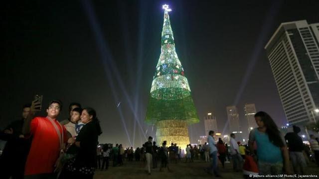 Merayakan Natal, Sri Langka Buat Pohon Natal Tertinggi di Dunia