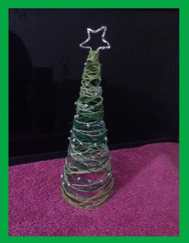 Rbol de navidad de hilo manualidades forja ideas for Arboles de navidad manualidades navidenas