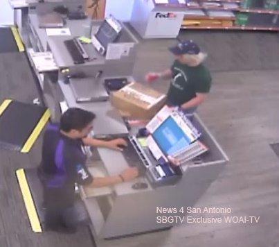 Чоловік відправляв два вибухові пакунки у відділенні кур'єрської компанії  FedEx. На цьому і попався