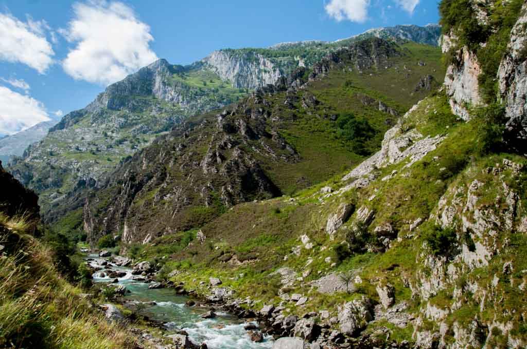 Bulnes y los Picos de Europa