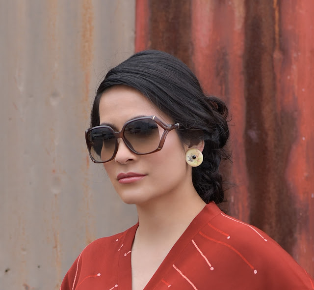 how to style vintage with Retro Reload modern vintage Gucci Brown Bamboo Sunglasses Joanna Joy A Stylish Love Story fashion blogger petite fashion blogger vintage fashion blogger updo rust burnt orange kimono cream painted circle earrings