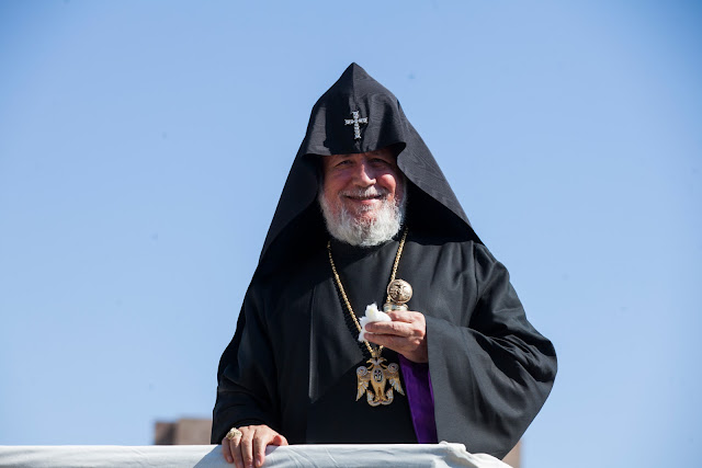 Catholicos de todos los armenios pidió calma a los que protestan