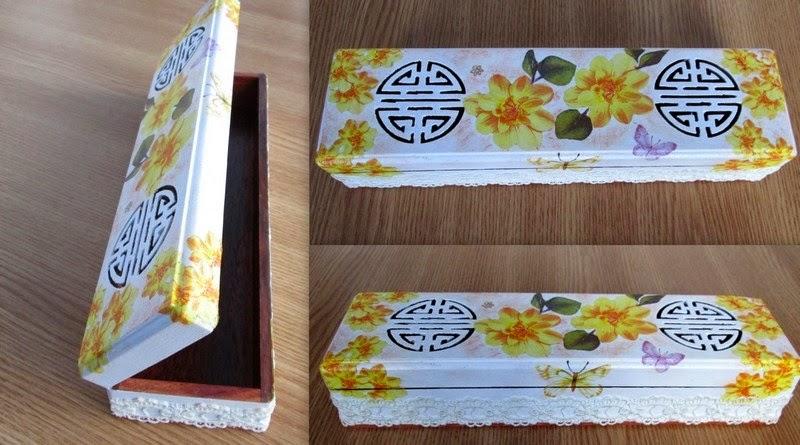 Cutie din lemn cu trandafiri galbeni