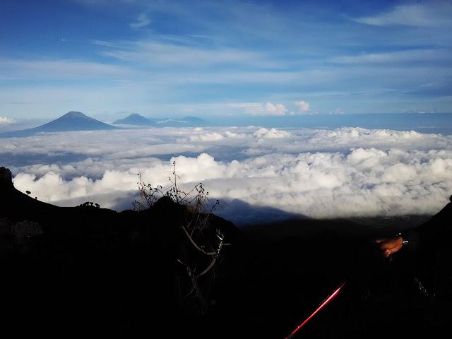 foto awan di gunung merbabu