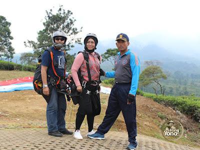 FOTO 3 :   Kompepar Subang dan Pengelola Bukit Santiong   Membuka Pendaftaran Atlit Paralayang